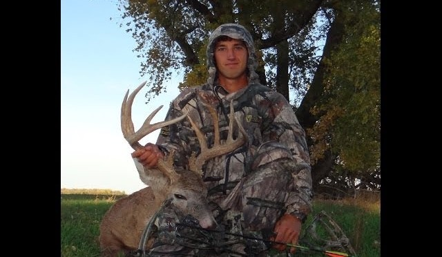 Bow hunt ks whitetail deer hunting season archery rut hunt 167″ Nov 3rd 11 pointer 2012 11312dh