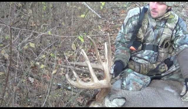 Bow Hunting whitetail Deer.  GIANT BUCK DOWN!!   189 1/4