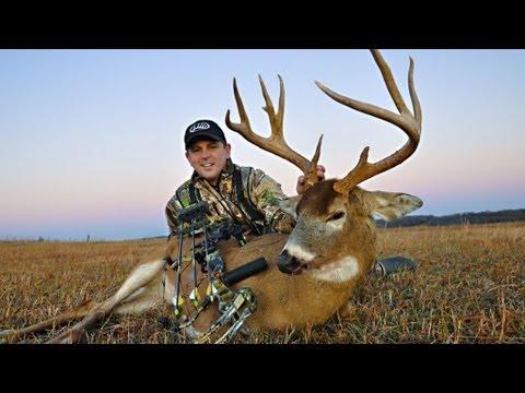 Iowa Deer Hunting: Gabe Adair Takes Down Shorty