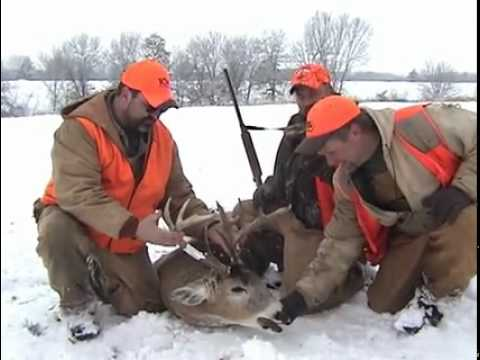 Runnin and Gunnin – Iowa Whitetail Deer Hunt Video