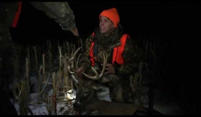 Unbelievable! 2013 Illinois Muzzleloader Whitetail Deer Hunt!